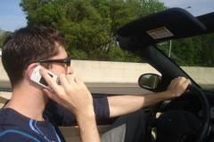 Розмова по телефону за кермом