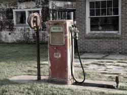 Стара бензинова колонка