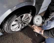 Перевірка тиску в колесі авто